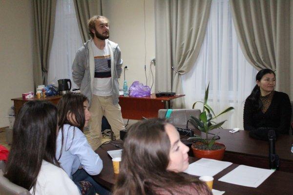 (ФОТО) Первый Дискуссионный клуб затронул тему «Волонтерство и молодежные возможности»