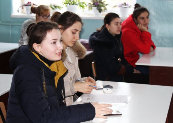 (ФОТО) В Светлом состоялся Дискуссионный клуб на тему способов самообразования