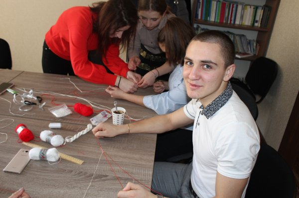 """Волонтеры """"Pro-Europa"""" изготовили мэрцишоры своими руками"""