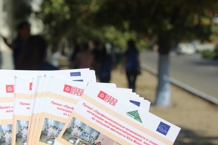 """Voluntarii Centrului European """"Pro-Europa"""" au organizat o acțiune socială """"Informația pentru fiecare"""""""